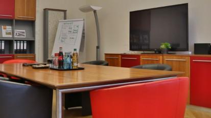 Bau von Büromöbeln